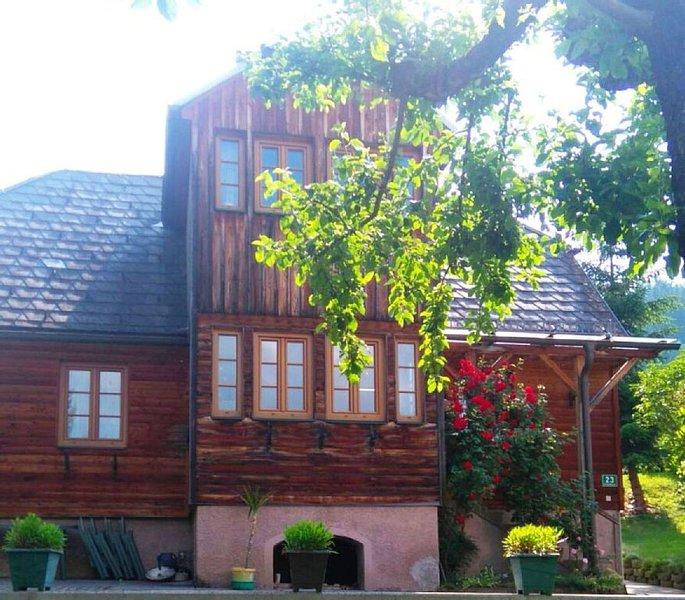 Gemütliches Lärchenholzhaus mit Bergblick im Naturpark Zirbitzkogel-Grebenzen, holiday rental in St. Lambrecht