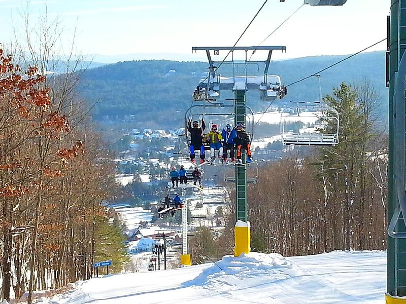 Quechee Ski Hill -The best learn-to-ski Vermont destination 2.3 miles from house