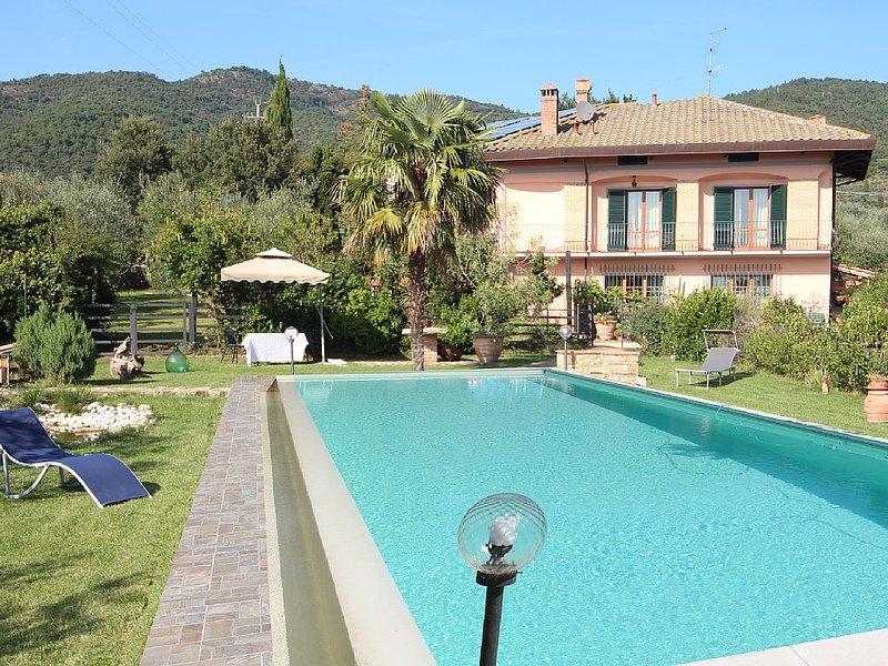 Villa indipendente con piscina nella campagna Toscana, holiday rental in Vitiano