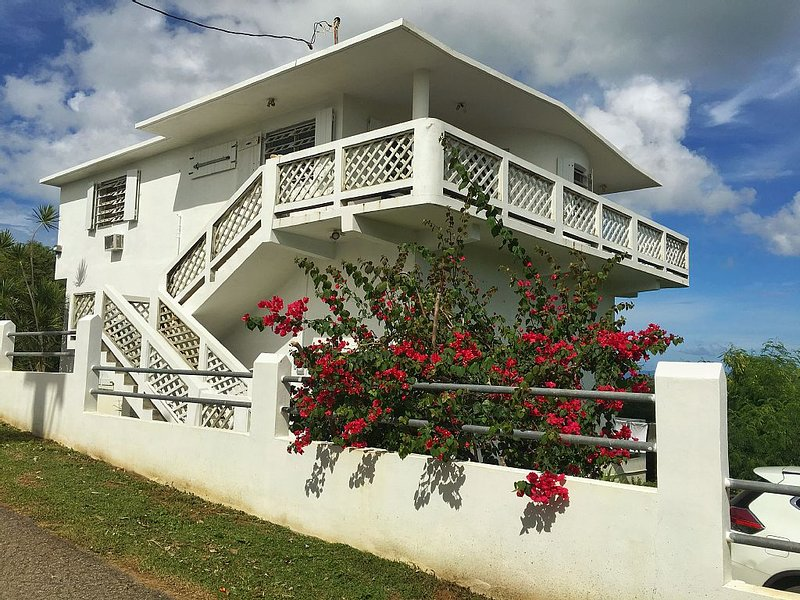 Spacious 2 Bedroom Home With Spectacular Island View, holiday rental in Isla de Vieques