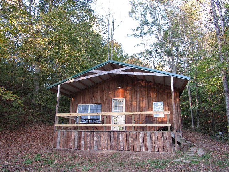 Secluded Woodland Retreat Outside Athens, OH, aluguéis de temporada em Athens