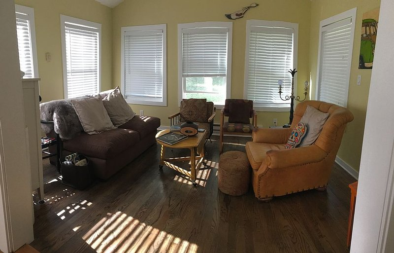 10 acres of privacy Pup/ Bike/ walking Nirvana! 7 minutes to hip 3 Oaks!, holiday rental in Three Oaks
