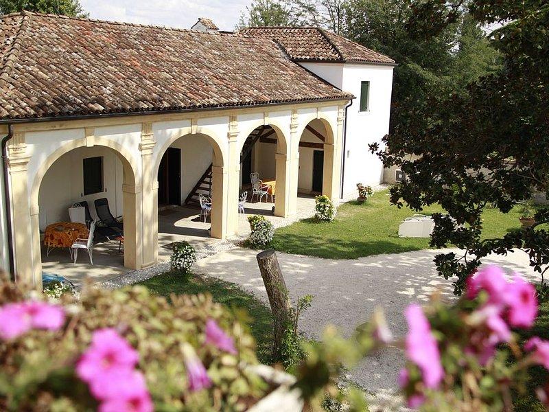 Magnolia, residenza di charme nella Barchessa di una Villa Veneta: Villa Pastori, alquiler vacacional en Dogaletto