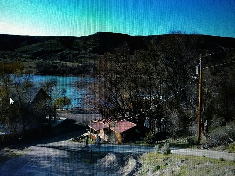 SNAKE RIVER GET AWAY- Right on the RIVER!, holiday rental in Hagerman