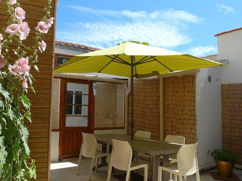 Maison proche plage et tous commerces, intérieur rénové, belle cour int, location de vacances à Les Sables d'Olonne
