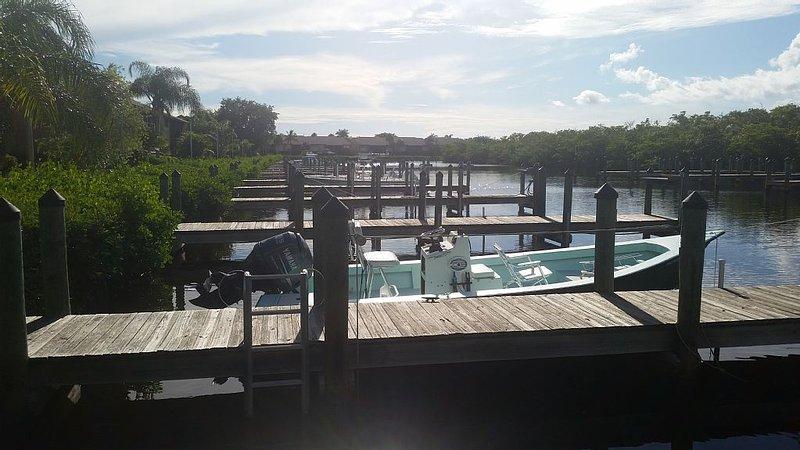 Peaceful Pine Island Captains Harbor Condo Located in South West Florida, vacation rental in Bokeelia