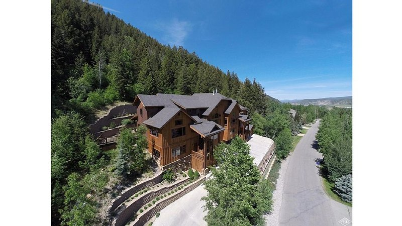 Epic 4BR Home w/new Jacuzzi, Minutes From BC/Vail Ski Resorts, location de vacances à Beaver Creek