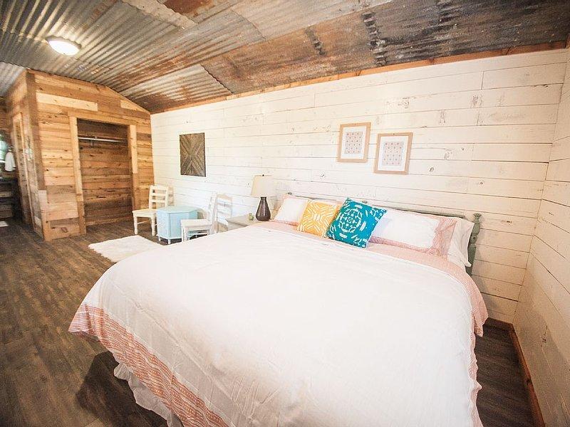 The Drip Inn - The Cabins at Onion Creek, location de vacances à Driftwood