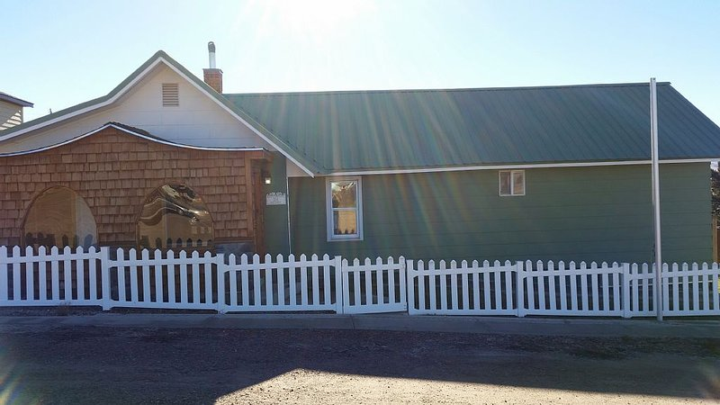 Welcome to Sid's Place! The Perfect Getaway Under the Big Sky of Philipsburg, MT, holiday rental in Philipsburg