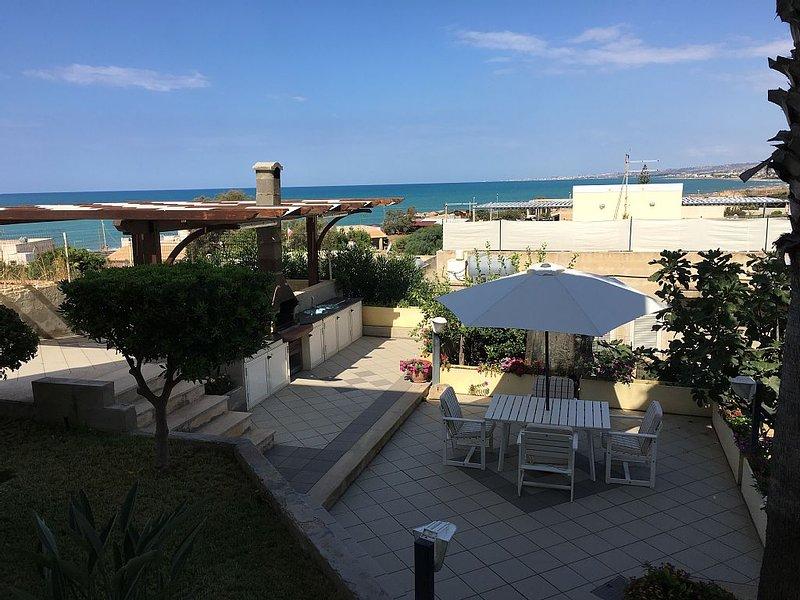 Il giardino sul mare - Villa con giardino a pochi metri dal mare, alquiler de vacaciones en Scicli