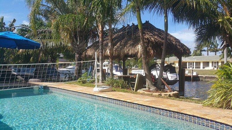 Beautiful Waterfront Intracoastal Home, heated pool, dock, jacuzzi, Tiki, vacation rental in Pompano Beach
