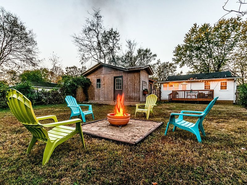 New! Vintage Mid-Century Style~10  minutes from downtown Nashville, Music Row!, location de vacances à Antioch