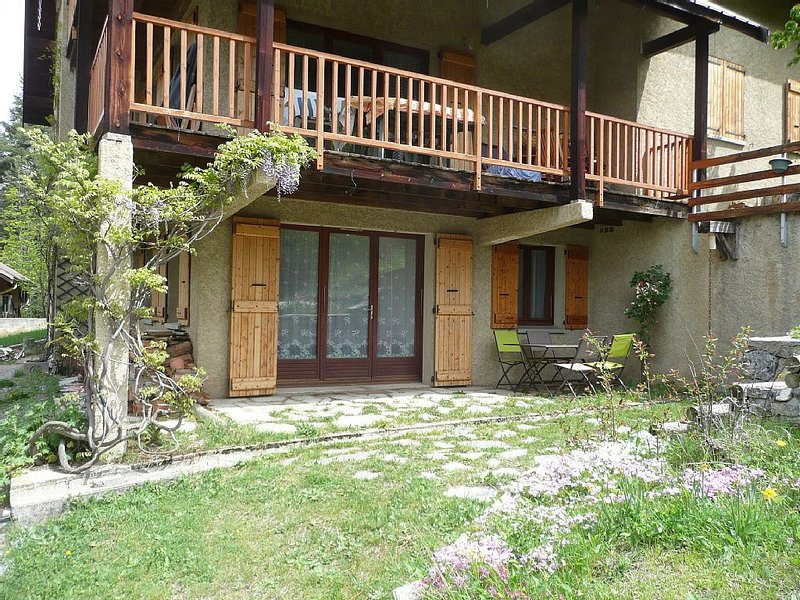 Les Alberts, aux portes de la vallée de la Clarée (Montgenèvre 1400), holiday rental in Val-des-Pres