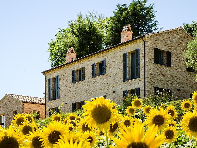 CasaVostra - Ambience Suites, holiday rental in Ostra Vetere