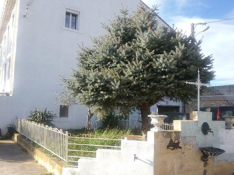T2 au calme dans maison de campagne, aluguéis de temporada em Orsan