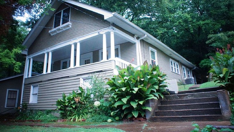 Spacious North Shore Bungalow * Coolidge Park, vacation rental in Soddy Daisy