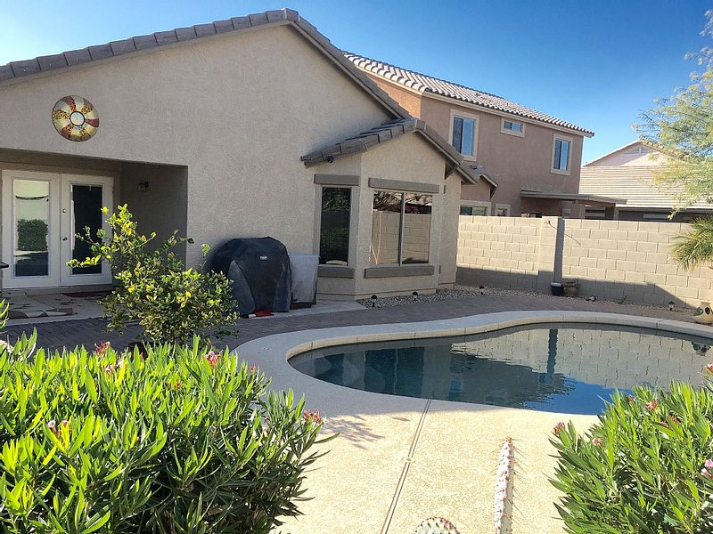 Beautiful Cozy Vacation Home with Heated Pool($20 a day to heat up the pool)., holiday rental in Maricopa
