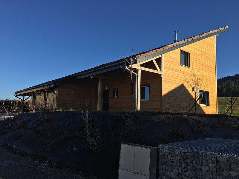 Maison bois moderne et neuve trés lumineuse avec superbe vue., aluguéis de temporada em Remoray-Boujeons