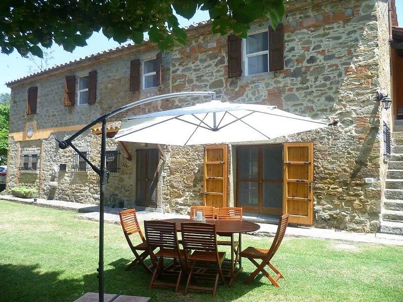 antica villa con piscina e parco in totale privacy, aluguéis de temporada em Tuoro sul Trasimeno
