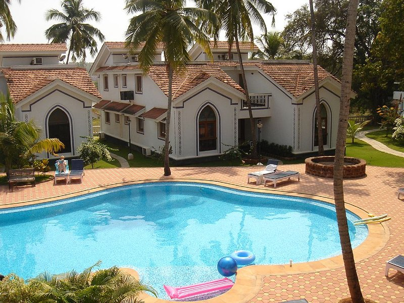 Modern Apartments With Shared Pool On A Prestige Quality Complex, vacation rental in Baga