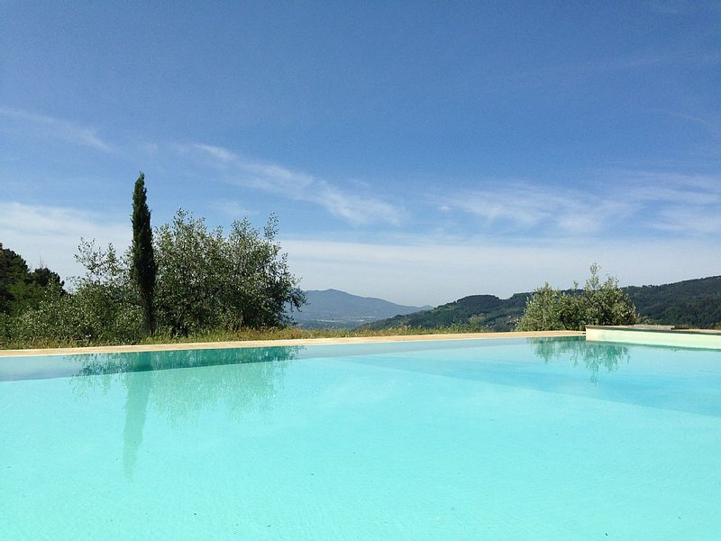 Eco-friendly detached spacious family house with splendid view in Tuscany, vacation rental in Pescia