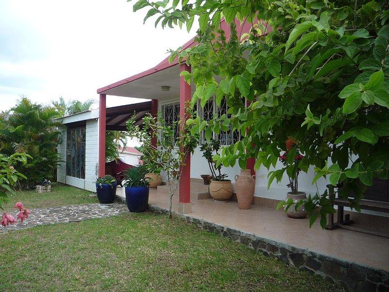 Maisonette Créole avec terrasse - situation idéale pour visiter toute l'île, casa vacanza a Pointe-à-Pitre