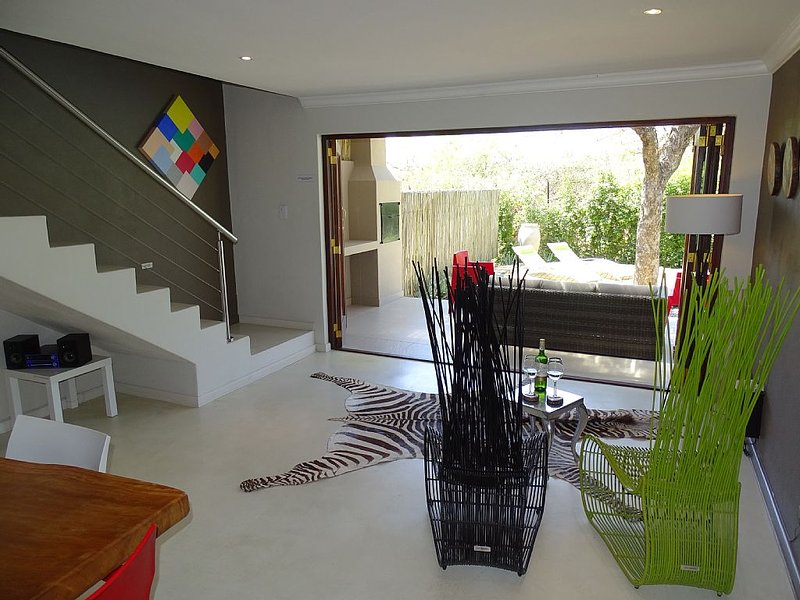 Modern, high quality holiday home, sleeps up to 6, private pool, Kruger area, holiday rental in Balule Nature Reserve