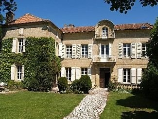 Beautiful Maison de Maitre with Private Pool, holiday rental in Cazaux-Villecomtal