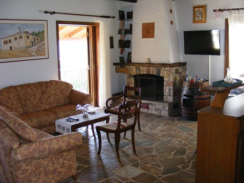 Traditional villa with great views convenient for the beach, local area & sites, holiday rental in Tripoli