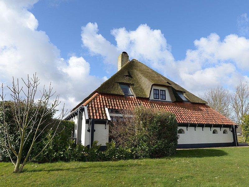 Zilverling - 6 Persons Lodge in einem luxuriöses reetgedecktes Bauernhaus, location de vacances à Den Burg
