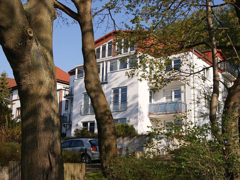 'Villa Tizian' in Sassnitz am Nationalpark, Whg 09, schöne 2-R-Whg mit Seeblick, vacation rental in Lohme