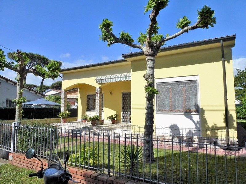 Schöne Villa, nah am Strand für 6 Personen., holiday rental in Lido Di Camaiore