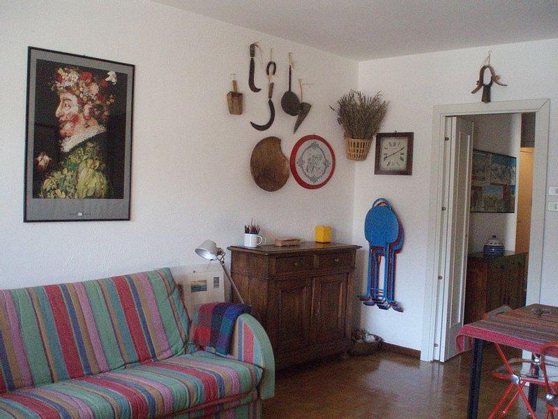 Appartement charmant et confortable, belle vue, pres du centre et des promenades, holiday rental in Melezet