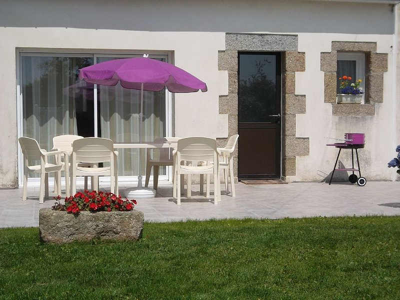 Maison au pays des Abers,proche de la mer, entièrement rénovée, vacation rental in Plouguin