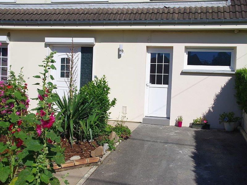 F1 meublé avec Accès jardin, holiday rental in Ailly-le-Haut-Clocher