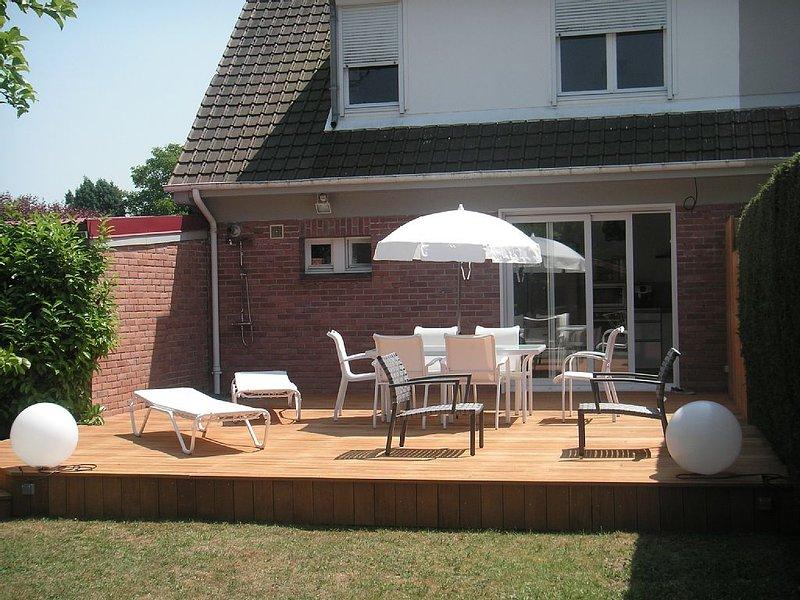 LE TOUQUET maison tout confort, terrasse sur jardin, parkings, wifi, holiday rental in Longvilliers