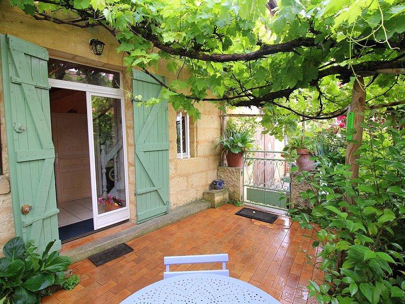 Maison  CHARME rénovée Wifi Internet +patio  ds VILLAGE MEDIEVAL près Bergerac, location de vacances à Bergerac