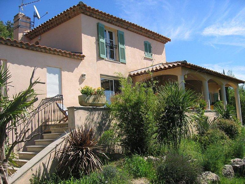 Villa 5 chambres avec piscine à 10 mn d'Aix en Pce, holiday rental in Eguilles