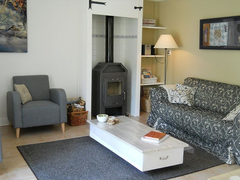 Gîte très confortable, calme, wifi, Sancy proche Super Besse, holiday rental in Picherande