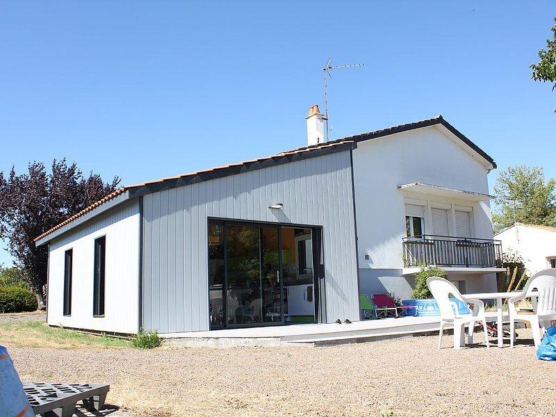 Grande maison rénovée, holiday rental in Le Champ-Saint-Pere