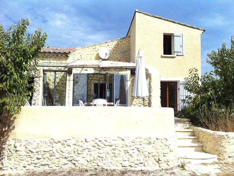 Discover peaceful Provencal way of live - Exceptional situation in Luberon, holiday rental in Mazan