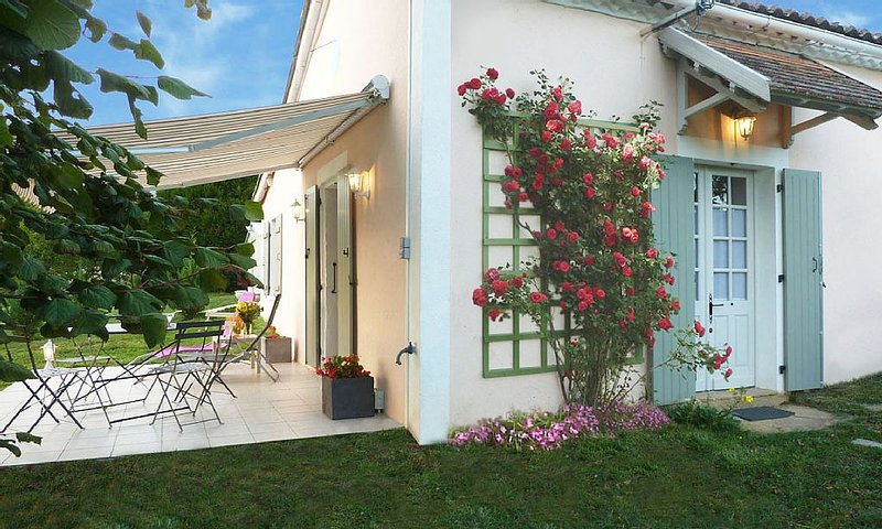 La petite maison Nantheuil, holiday rental in Saint-Martin-de-Fressengeas