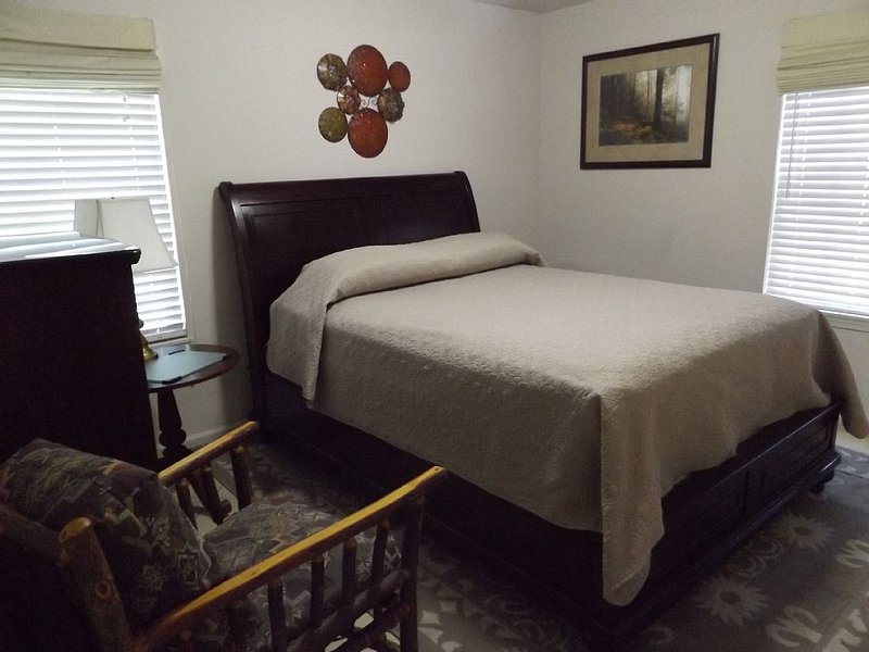 Discounted Rates BUT not discounted stays! Lots of value for your money., vacation rental in Knoxville