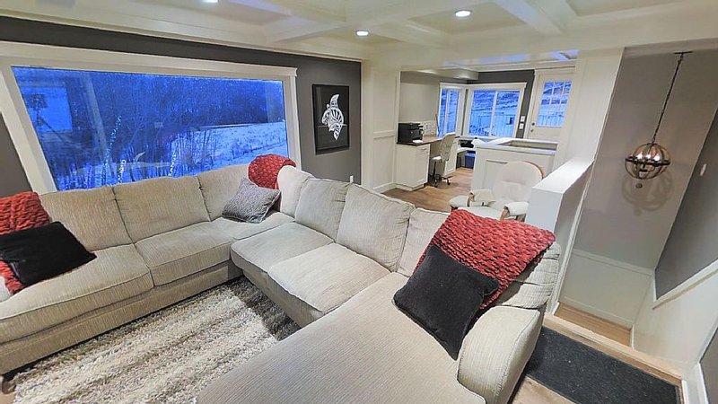 Beautiful Spacious 6 Bedroom Acreage, casa vacanza a De Winton