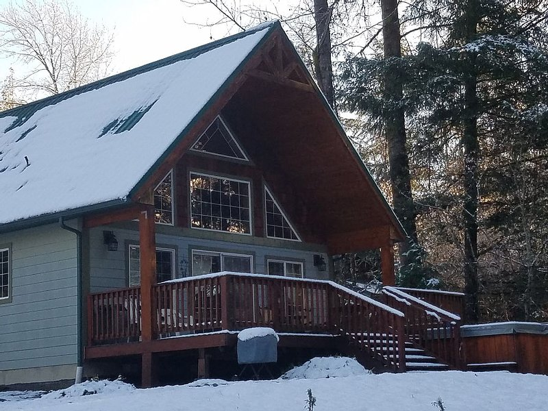 Spring Break $99 A Night for 4 Sale Alpine Chalet at White Pass, Hot Tub, Fp, holiday rental in Packwood