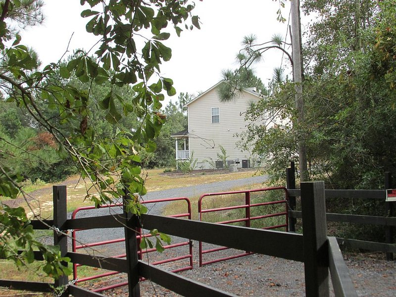 10 Acre Country Estate, Serene and Relaxing, holiday rental in Ridge Spring