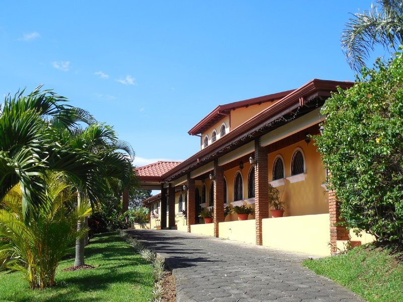 A Beautiful Villa, Pool and additional Jacuzzi, vacation rental in Ciudad Cariari