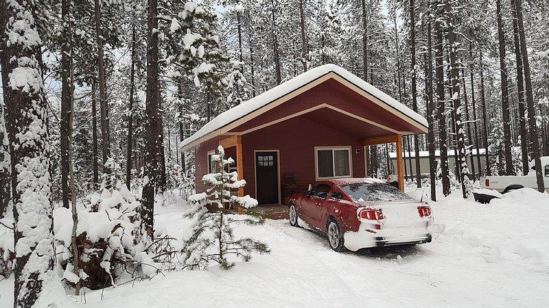 Bear's Den a cozy cabin near Glacier Park, casa vacanza a Coram