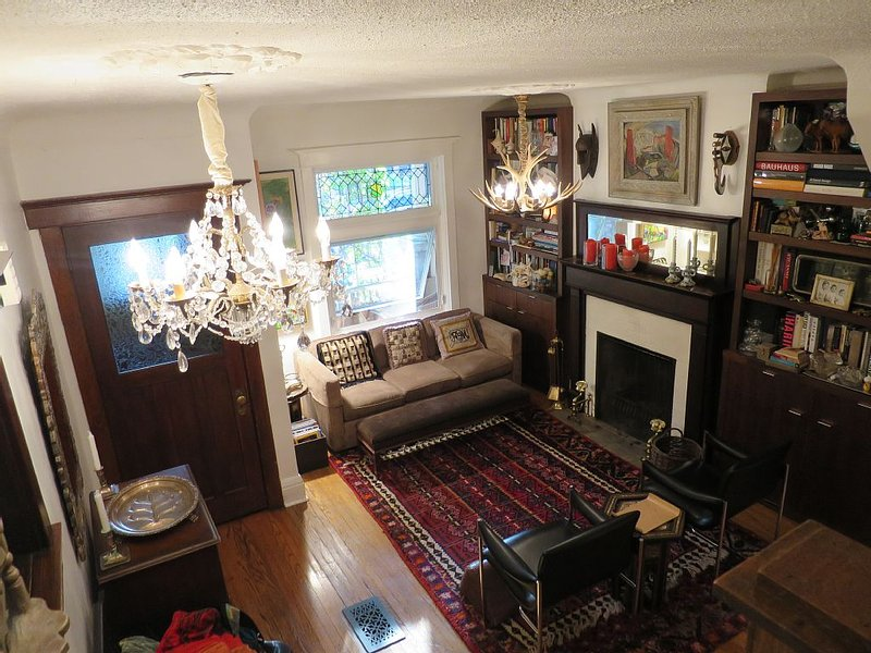 Central Gorgeous Davenport Village Wychwood Family House, vacation rental in Toronto