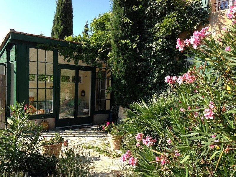 East Wing Of Provence Farmhouse, Paradou near St Remy de Provence, location de vacances à Paradou